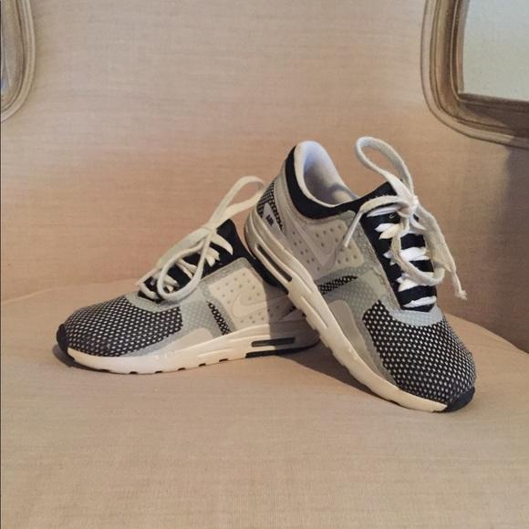 best website 036f4 cce9d Nike Air Max Zero boys shoe Size 10